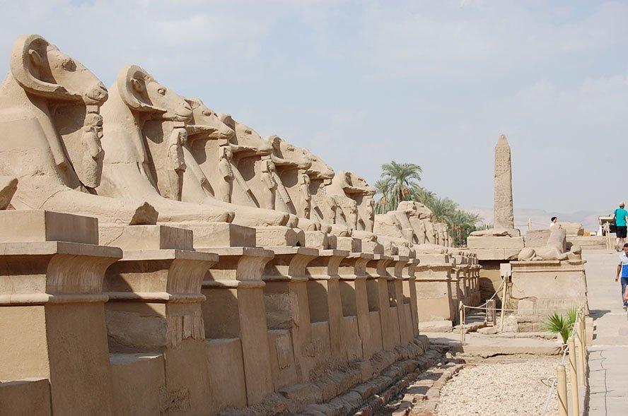 Luxor ägypten tempel Inmitten der Stadt, direkt am Ufer des Nils